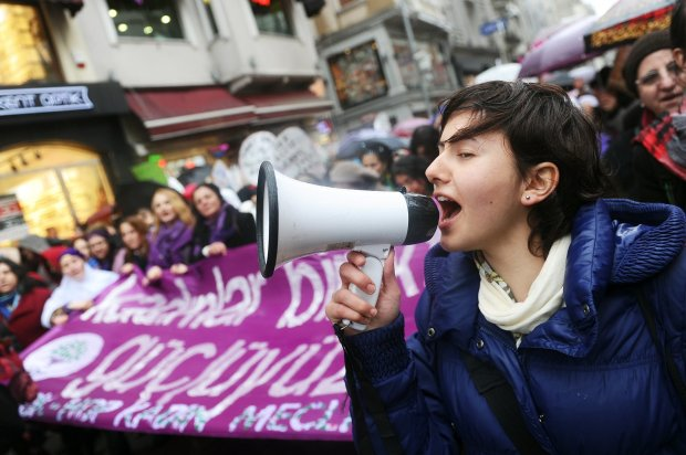 woman-shouted-through-megaphone-during-march-Istanbul